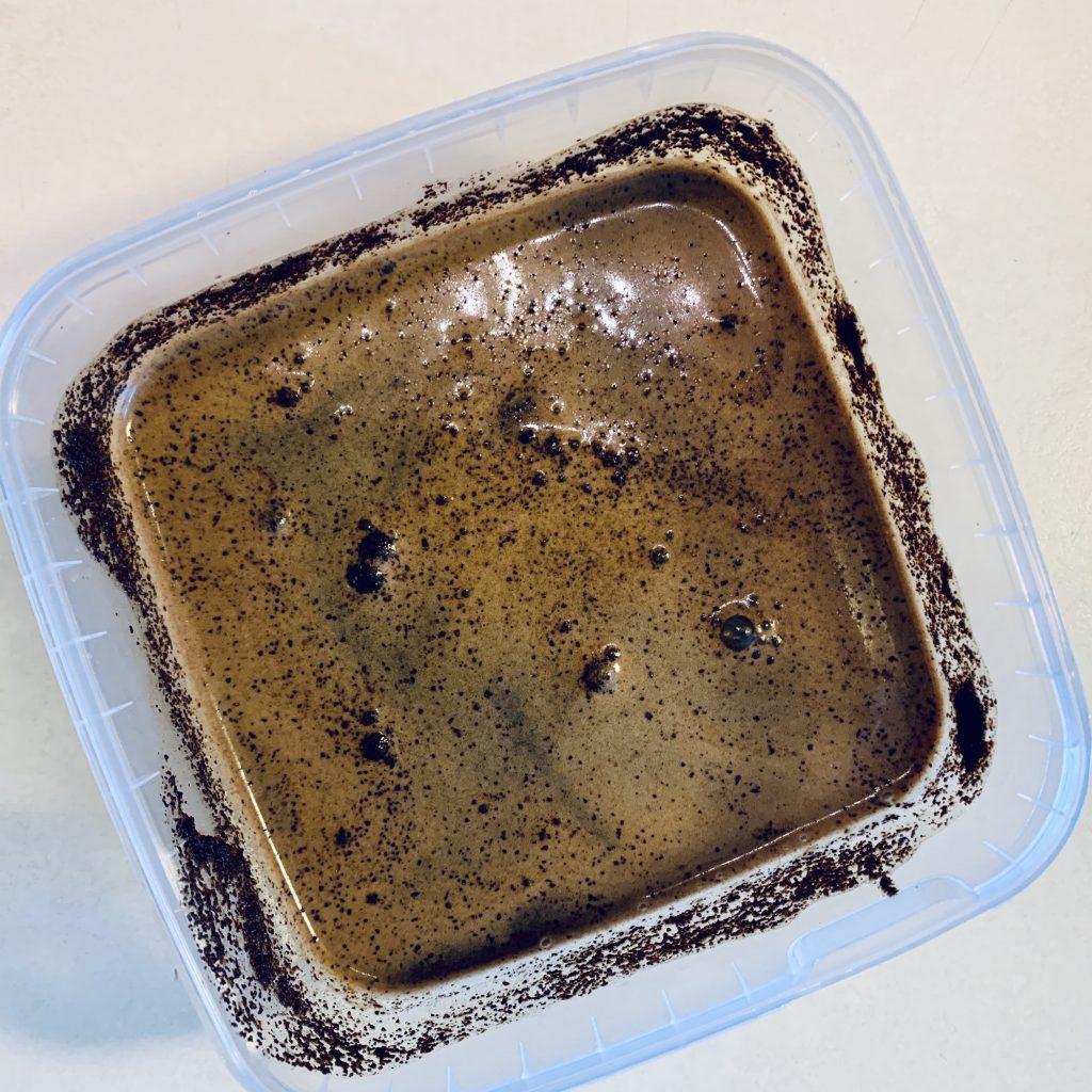 Espresso kaffe der trækker koldt i vand