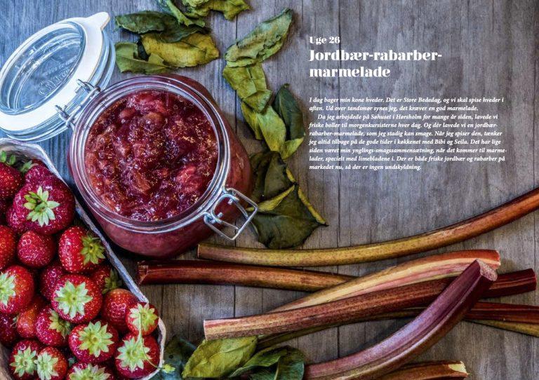 Rabarber og jordbær syltetøj fra bogen På glas og flasker