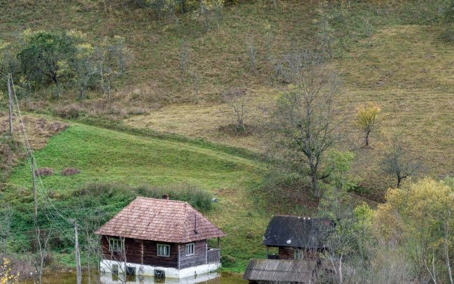sinkende Häuser in Geamana