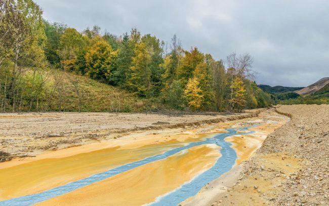 Zufluss der Kupfermine bei Geamana