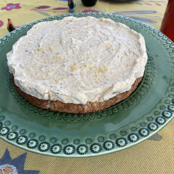 Frozen lemon cake w Apricots