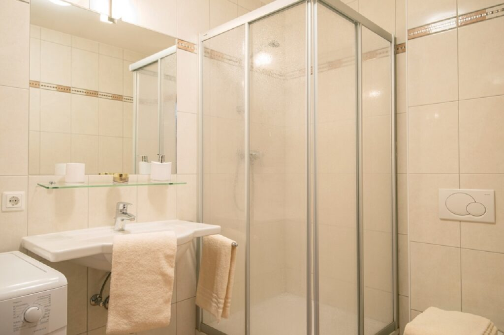 aparthotel-schillerhof-room-sh1-2