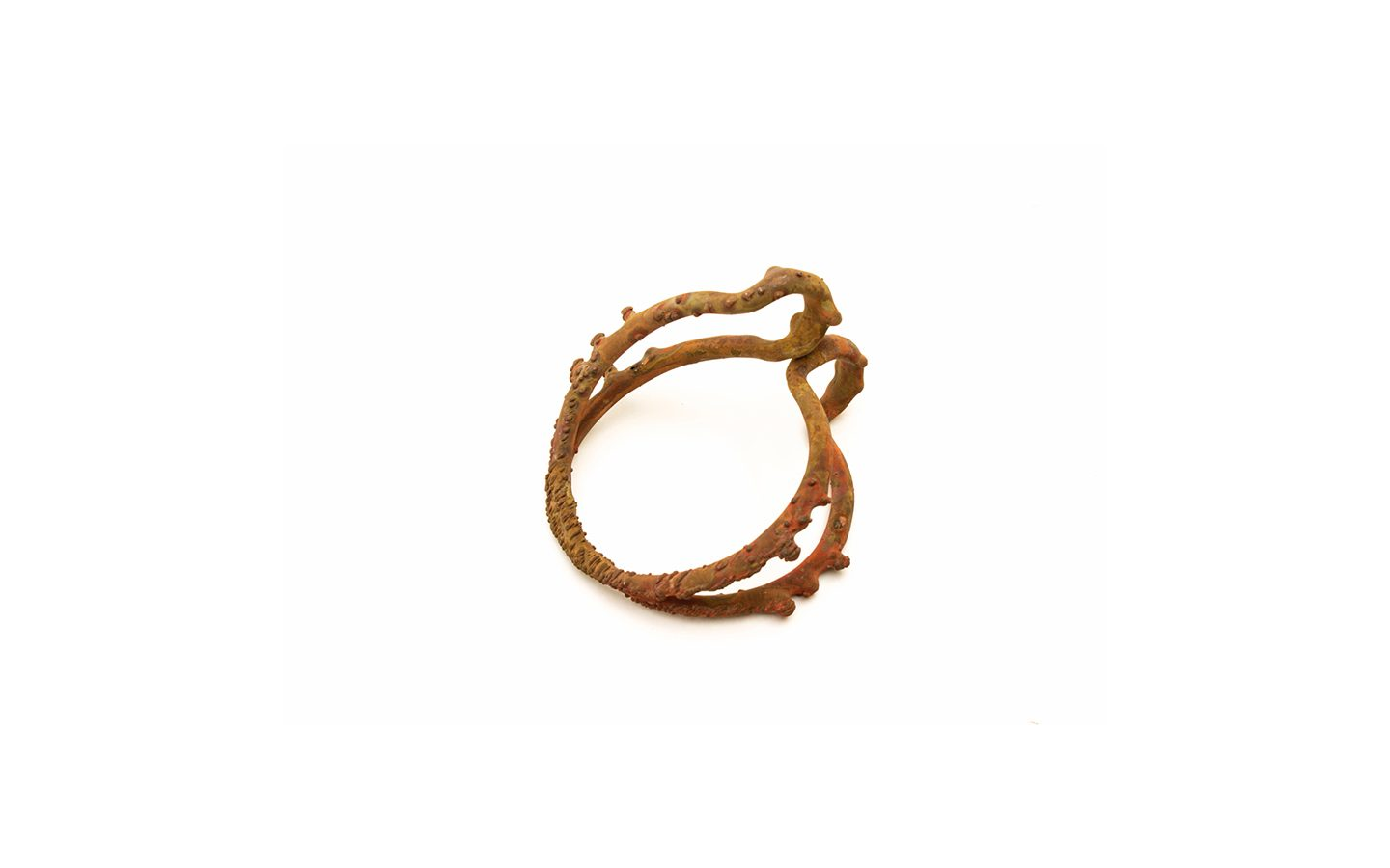 Bangle 5 – 2016 – copper wire ; copper – 115X100X70 mm Photo by Qi Wang