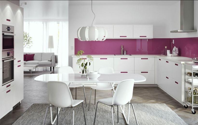 Cocina rosa y blanca