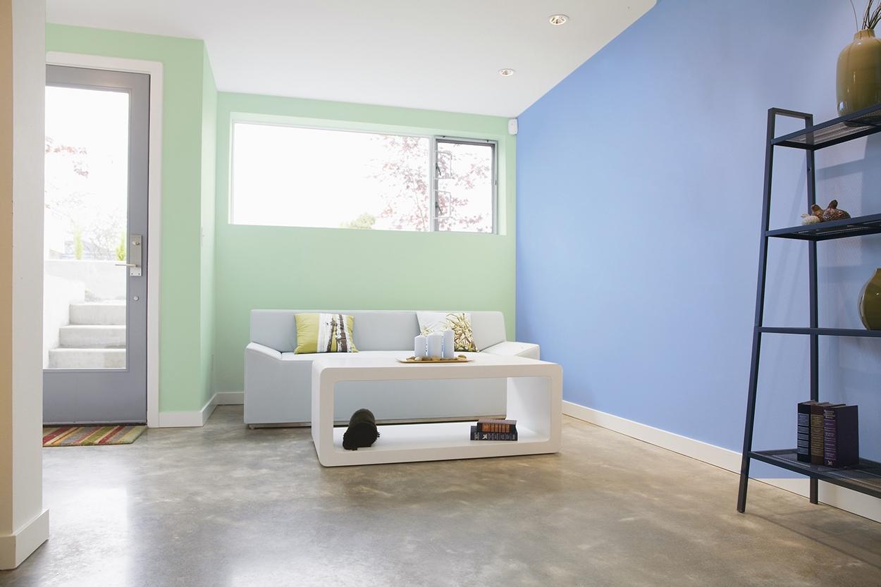 Pintores: sala fintada en azul y verde claros