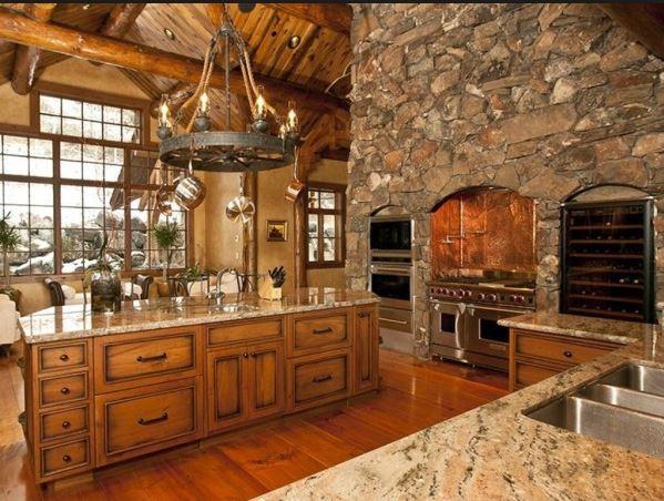 Arcolinea: Quiénes somos. Reforma general o integral de una cocina rural decorada en madera y piedra con horno, de lujo y muy grande