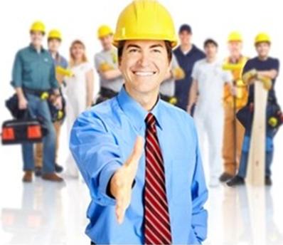 Arcolínea. Servicios y reformas. Grupo de trabajadores de distintos oficios uno de ellos nos tiende la mano
