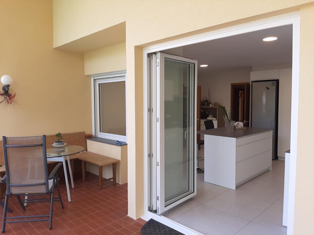 Exterior puertas de salón Sumum (Arcolinea, s.l.)