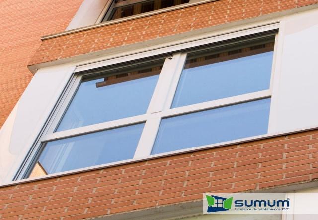 Ventanas mirador de PVC en fachada de ladrillo, Sumum (Arcolinea, s.l.)