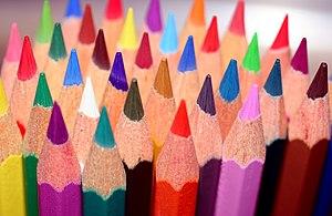 Muestra la imagen de lápices de colores con punta. (Arcolinea)