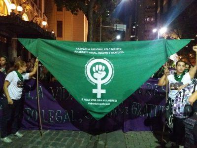 Bandeira-lenço pela legalização do aborto