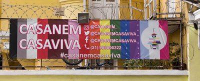 Faixa da fachada da Casa Nem no Flamengo