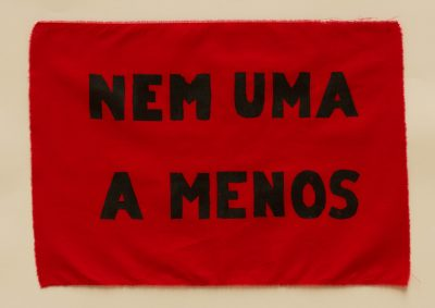 """Bandeira """"Nem uma a menos"""""""