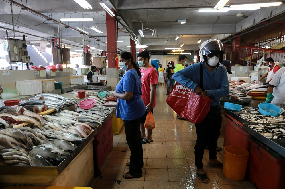 People shopping for fresh meat and produce at a wet market in Petaling Jaya March 25,2020.  — Picture by Ahmad Zamzahuri