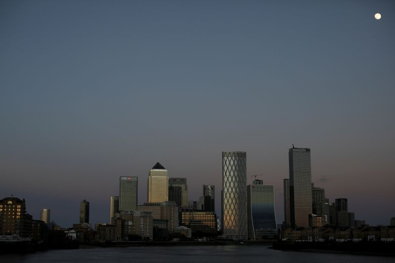 © Reuters. FILE PHOTO: General view of the Canary Wharf financial district in London