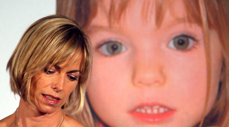© Reuters. FILE PHOTO: Kate McCann, whose daughter Madeleine went missing during a family holiday to Portugal in 2007, attends a news conference at the launch of her book in London