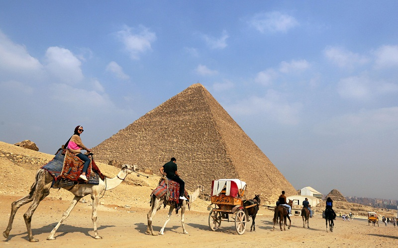 Tourists ride in horse carts in the Giza pyramids area, on the outskirts of Cairo October 30, 2016. — Reuters pic