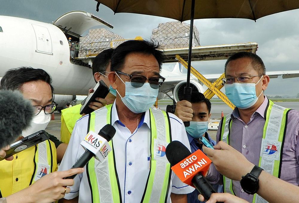 Sarawak Tourism, Arts and Culture Minister Datuk Karim Rahman Hamzah speaks to reporters in Kuching April 9, 2020. — Bernama pic