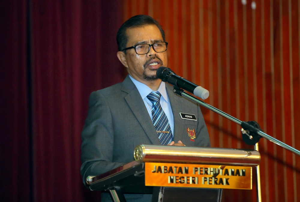 Cuepacs president Adnan Mat said Cuepacs had received complaints from its members on the issue which was resulting in a civil servant who issued the compound into becoming a victim of cyberbullying and criticism.. ― Picture by Farhan Najib