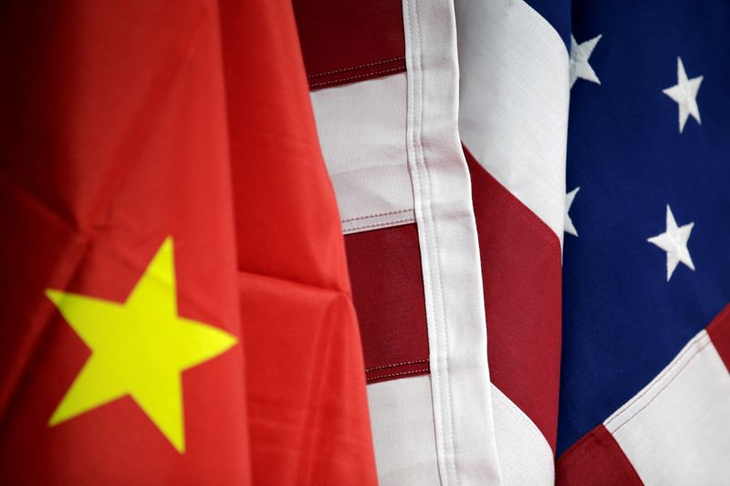 © Reuters. Flags of U.S. and China are displayed at AICC's booth during China International Fair for Trade in Services in Beijing
