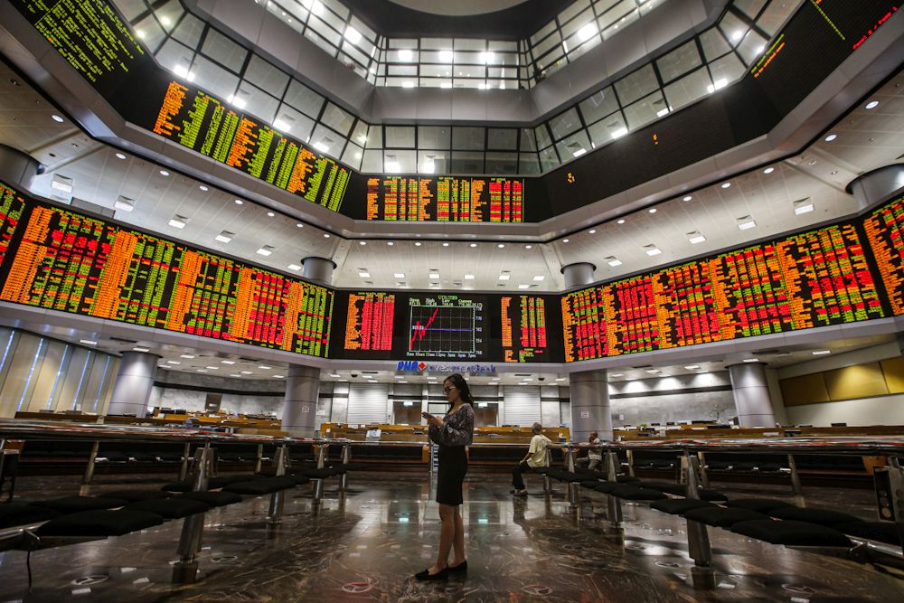 Bursa Malaysia pared earlier gains following the lack of clearer market leads at mid-morning. ― Picture by Hari Anggara