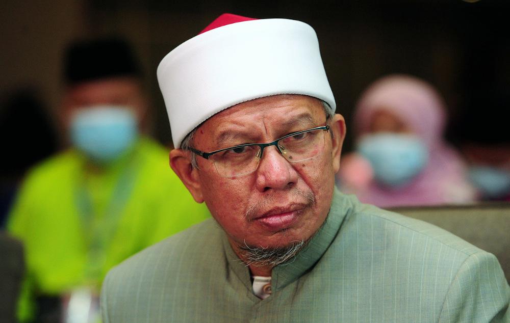 Datuk Seri Zulkifli Mohamad AI-Bakri said he has asked JAKIM's legal advisor on the implications of the ruling. — Bernama pic