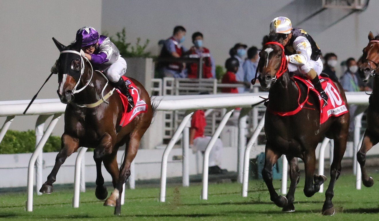 Buddies and Solar Wai Wai race to the line at Happy Valley on Wednesday night. Photo: Kenneth Chan