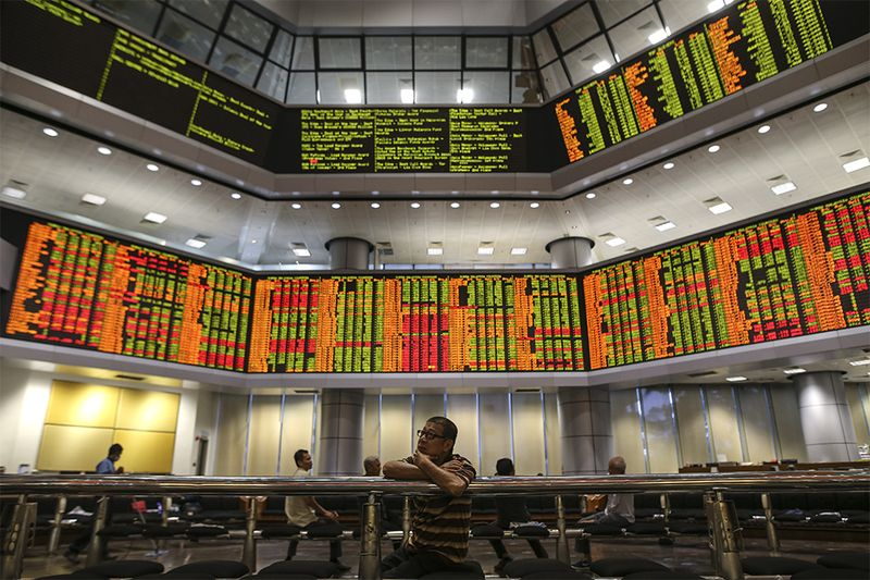 Gainers edged past losers 611 to 564, while 539 counters were unchanged, 434 untraded and 33 others suspended. — Picture by Azneal Ishak