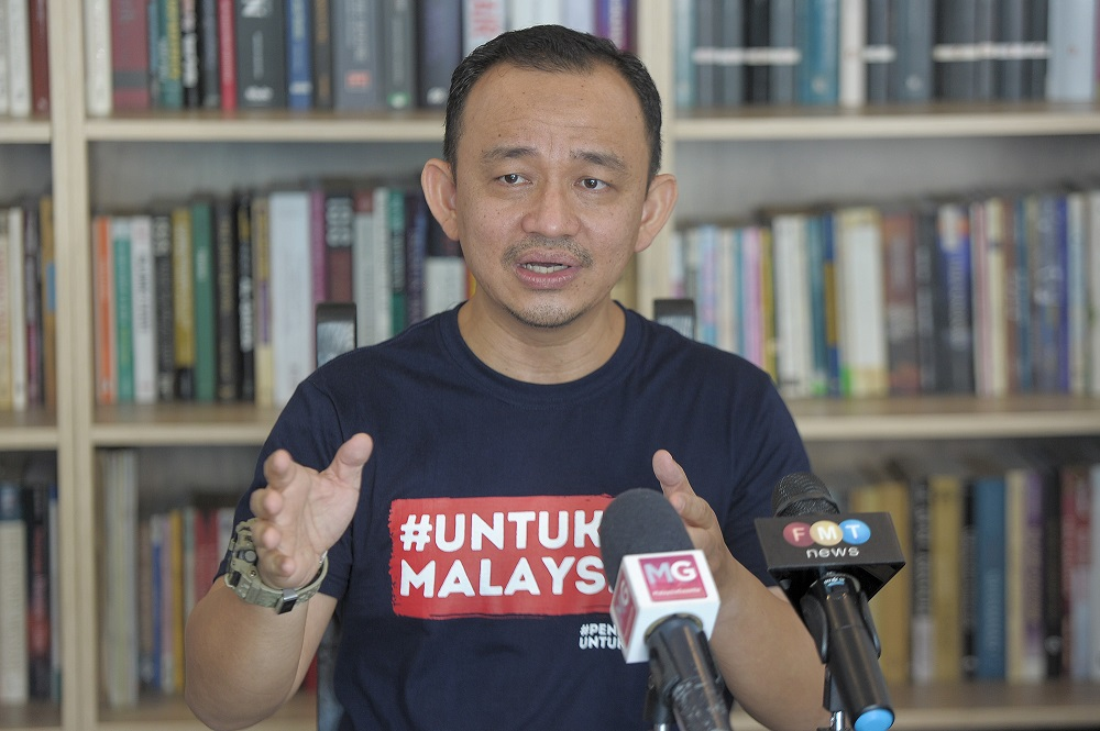UntukMalaysia chairman Maszlee Malik speaks to reporters at a press conference during the launch of the movement, in Cyberjaya November 11, 2020. — Picture by Shafwan Zaidon