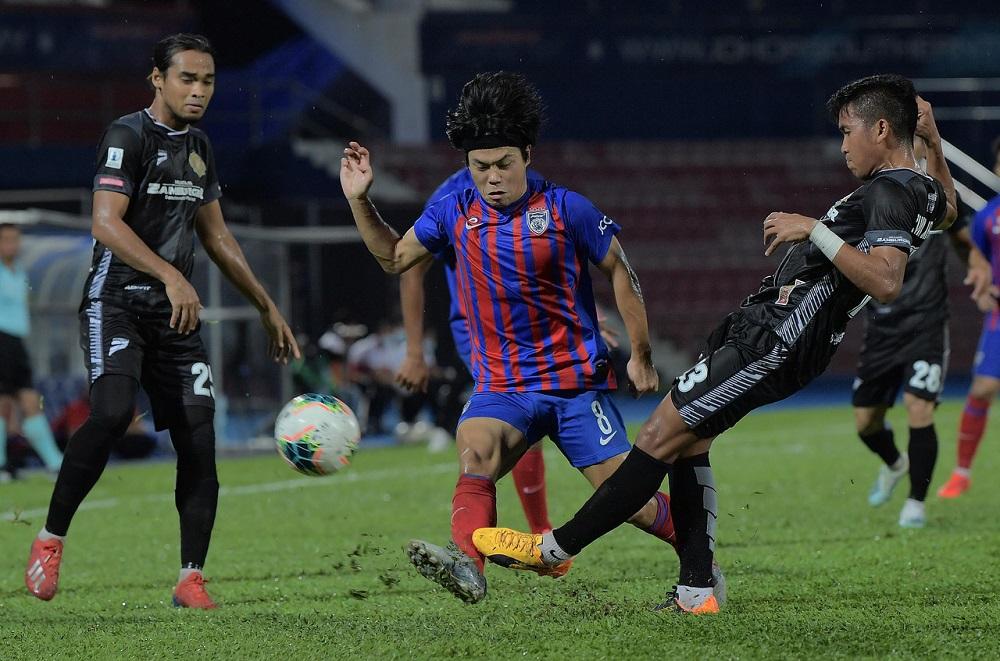 JDT II's Kei Hirose in action with Kelantan's Mohamad Azwan Mohd Aripin during the 2020 Malaysia Cup match in Johor Baru October 9, 2020. ― Bernama pic