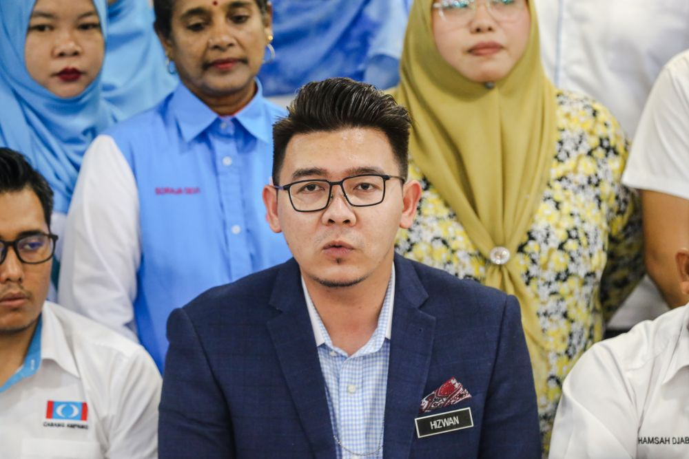 Nor Hizwan Ahmad insisted the NGO had received no government funding as alleged in the article. — Picture by Firdaus Latif