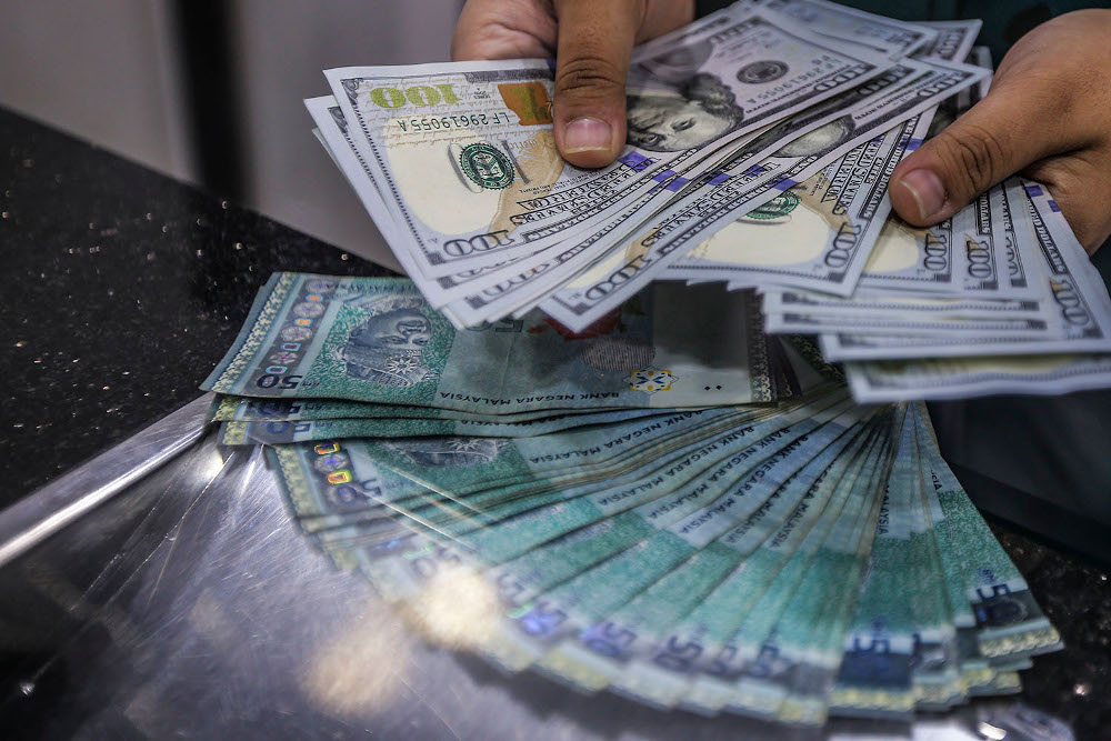 At 9.00am, the local currency improved to 4.0260/0310 versus the greenback, from yesterday's close of 4.0350/0390. — Picture by Hari Anggara