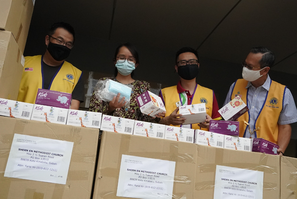 Subang Jaya assemblywoman Michelle Ng inspecting the face masks before they were shipped out to Sabah. — Picture courtesy of SJ Echo