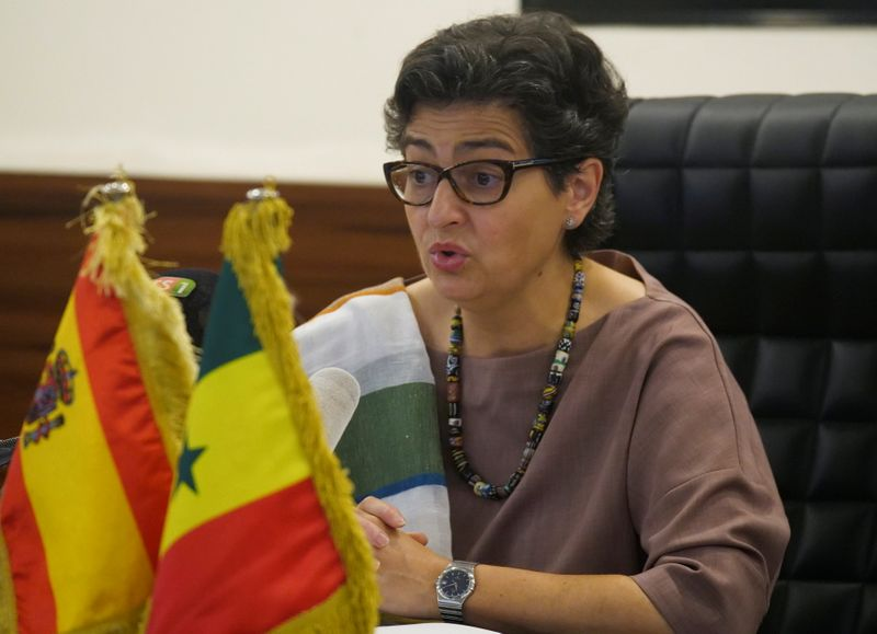 © Reuters. FILE PHOTO: Spanish Minister of Foreign Affairs Arancha Gonzalez Laya speaks as she attends a meeting with Senegalese Foreign Minister Aissata Tall Sall during her visit in Dakar