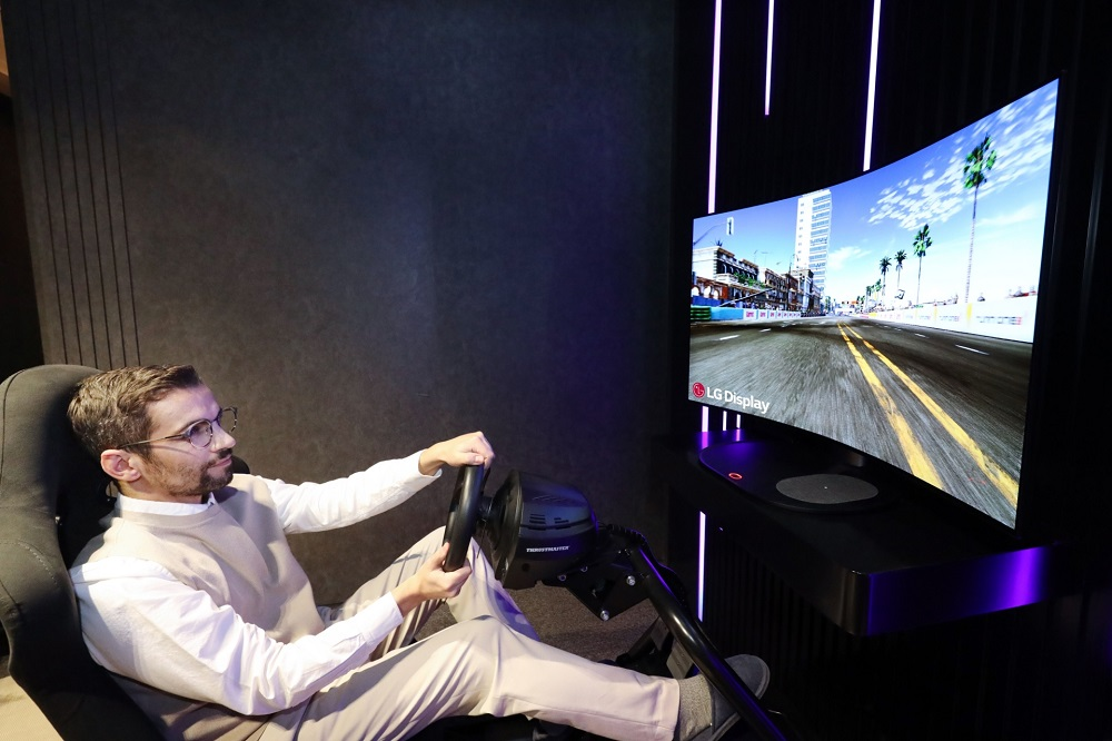 LG will officially present a foldable screen to enhance immersion for gamers. — Picture courtesy of LG