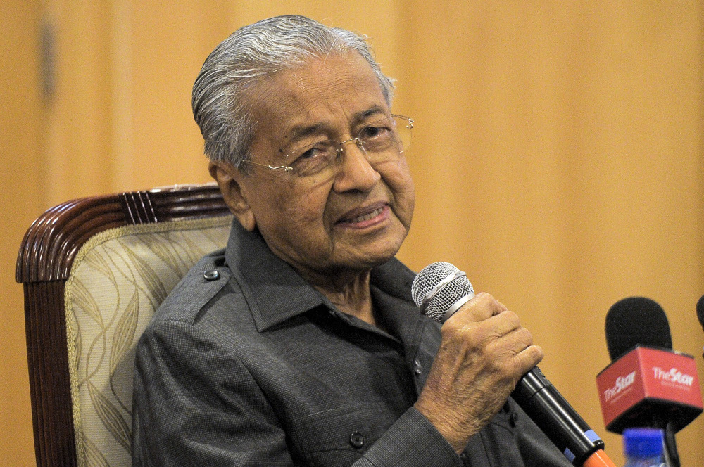 Tun Dr Mahathir Mohamad has urged the Registrar of Societies (RoS) and the Perikatan Nasional government to answer why his Parti Pejuang Tanah Air is yet to be officially registered as a political party. — Picture by Shafwan Zaidon