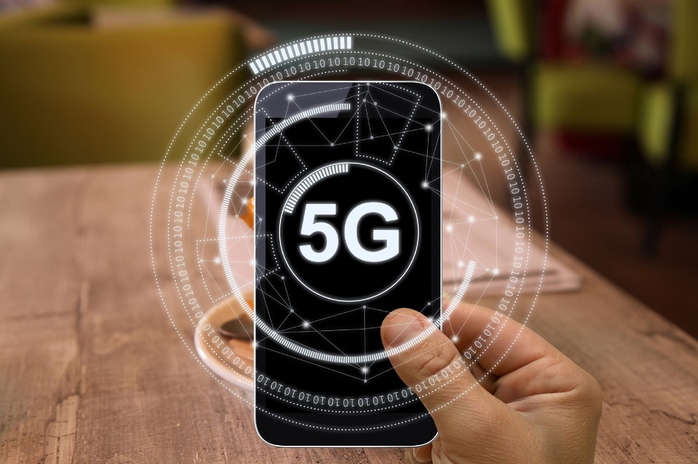 A host of more affordable 5G smartphones should be coming in 2021. — iStock pic