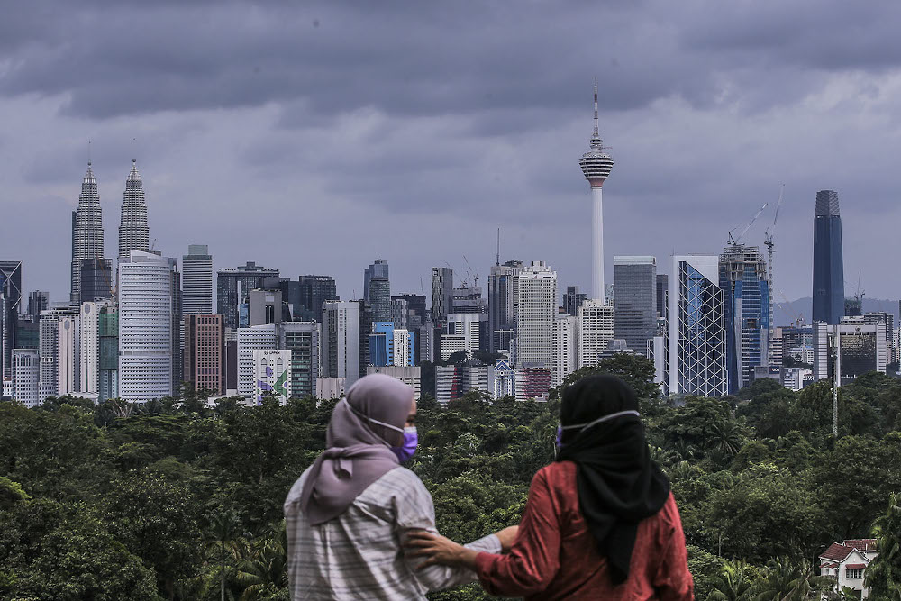 Chief statistician Datuk Seri Mohd Uzir Mahidin said travel, the mainstay of Malaysia's services trade all this while, faced a challenging situation, which led to the highest deficit in 2020. — Picture by Hari Anggara