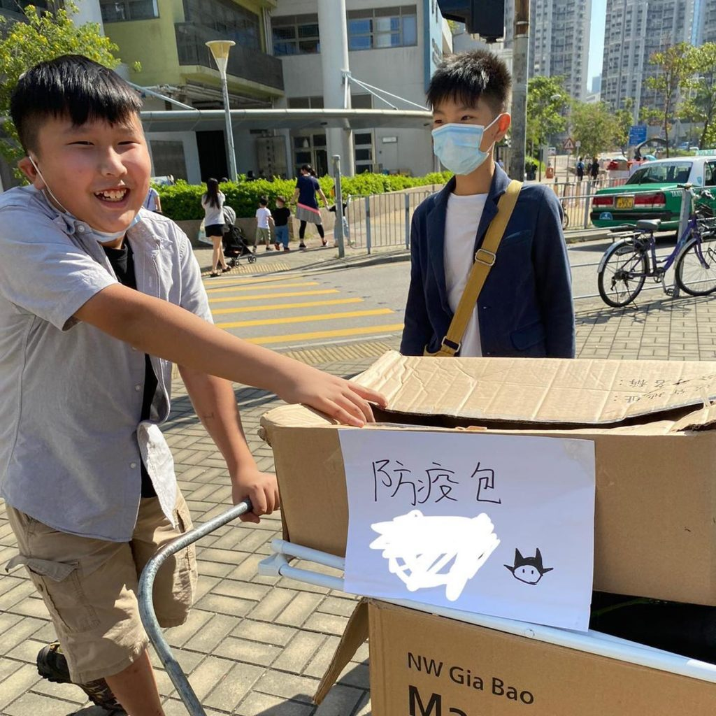 Joel Wong and a member of the district concern group handing out anti-epidemic care packs to residents in Tin Shui Wai. Photo: Facebook/Tin Shui Wai Concern Group