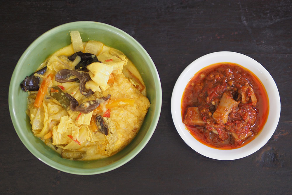 The portions are generous and you get lots of vegetables to pair with the not overly spicy 'sambal sotong kering'.