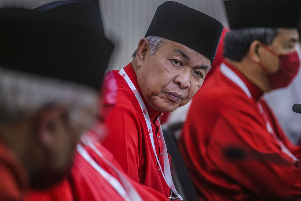 Umno president Datuk Seri Ahmad Zahid Hamidi also disputed Prime Minister Tan Sri Muhyiddin Yassin's insistence earlier today that the latter still possessed majority support in Parliament. ― Picture by Hari Anggara