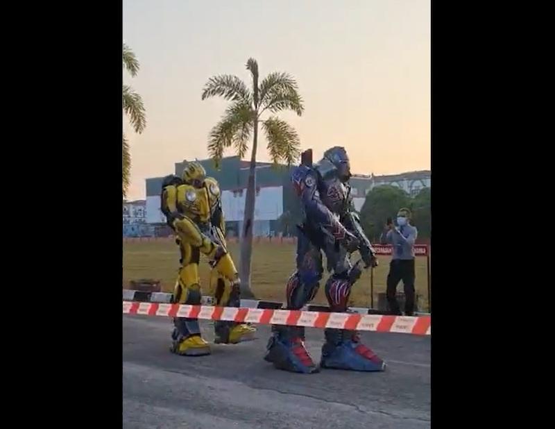 Transformers characters Optimus Prime and Bumblebee were spotted at SK Kubang Kerian 3 in Kelantan this morning. — Screengrab from Twitter/@k_izzuddin