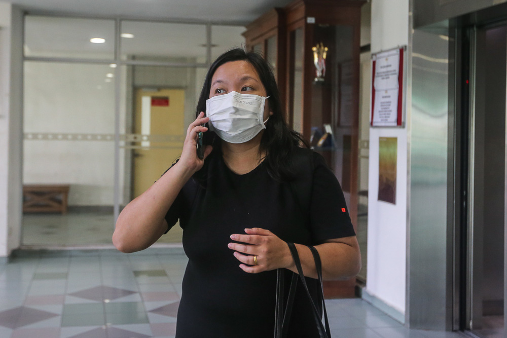 Simon Momoh's wife, Low Kar Hui is pictured at the Shah Alam High Court April 23, 2021. — Picture by Yusof Mat Isa