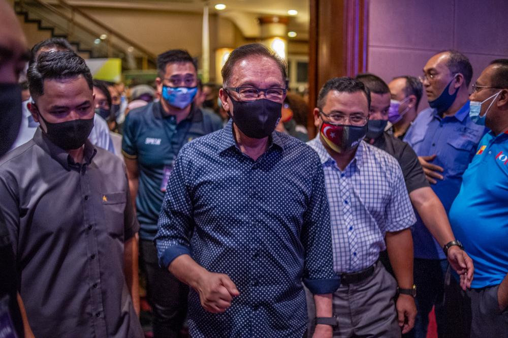 PKR president Datuk Seri Anwar Ibrahim during the Temu Anwar session at Flamingo hotel in Ampang, April 1, 2021. — Picture by Shafwan Zaidon