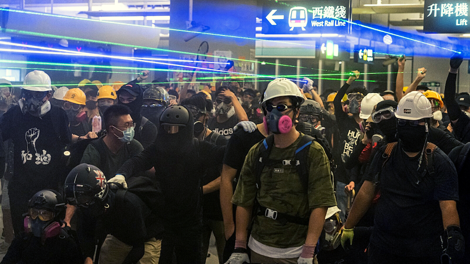 Protesters aim lasers in an MTR station. Photo: Isaac Yeung