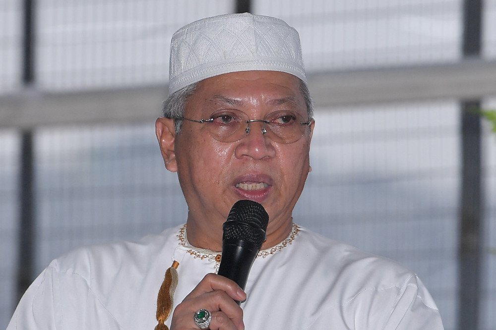 Federal Territories Minister Tan Sri Annuar Musa speaking during a visit to the Maahad Tahfiz Integrasi Madinatul Huffaz in Kuala Lumpur, April 29, 2021. — Bernama pic