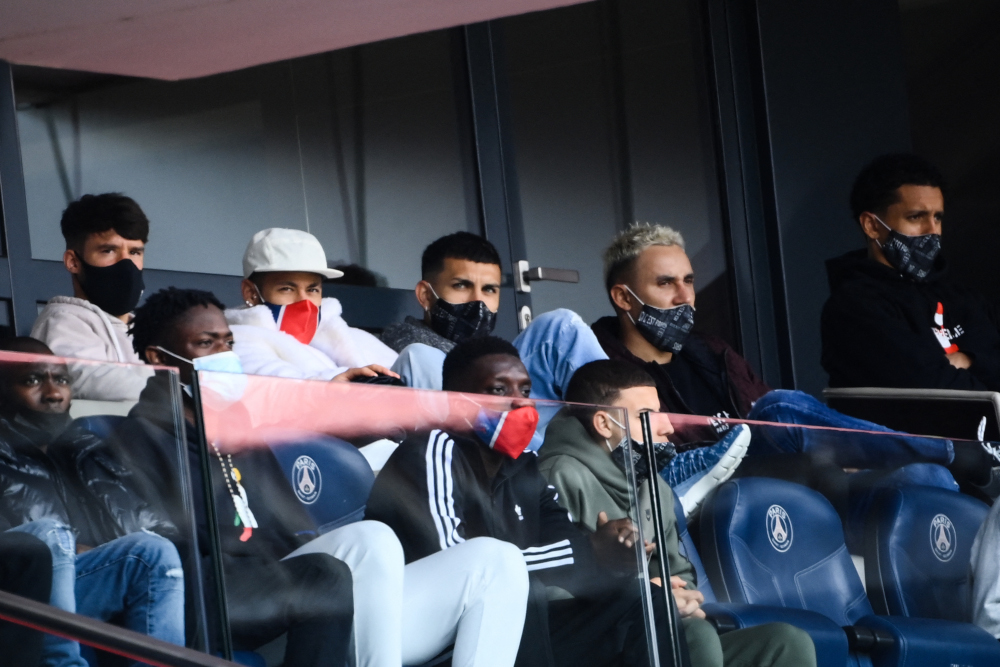 (Back row from left) Paris Saint-Germain defender Juan Bernat, forward Neymar, midfielder Leandro Paredes, goalkeeper Keylor Navas and defender Marquinhos attend the French L1 football match between Paris-Saint Germain (PSG) and Saint-Etienne at the Parc des Princes Stadium, in Paris, April 18, 2021. — AFP pic