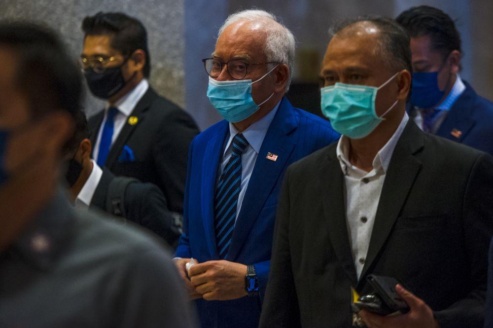 Datuk Seri Najib Razak arrives at the Court of Appeal, Putrajaya April 27, 2021. — Picture by Shafwan Zaidon