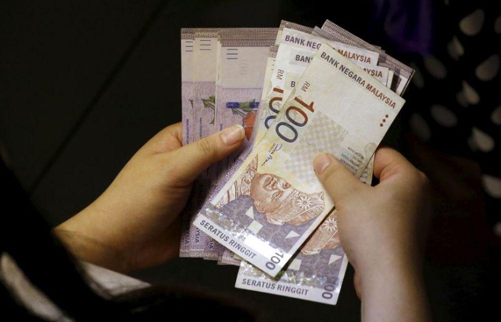 Selangor Mentri Besar Datuk Seri Amirudin Shari has announced several special financial aid measures in conjunction with the upcoming Hari Raya Aidilfitri. ― Reuters pic