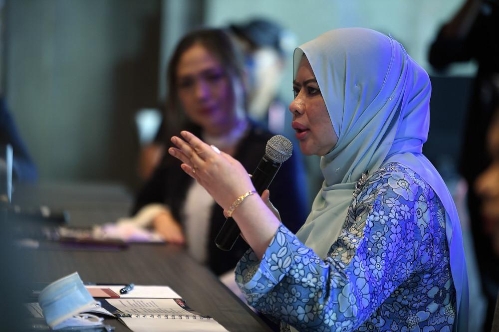 Datuk Seri Rina Mohd Harun speaks at the launch of the 2021 Srikandi Muda Leadership Empowerment programme in Kuala Lumpur, April 23, 2021. — Bernama pic